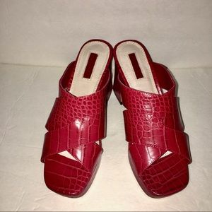 NWOT-TOPSHOP RED FAUX CROCODILE MULES